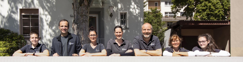 Teammitglieder Praxis Dr. Schneider & Dr. Böck – Gruppenbild